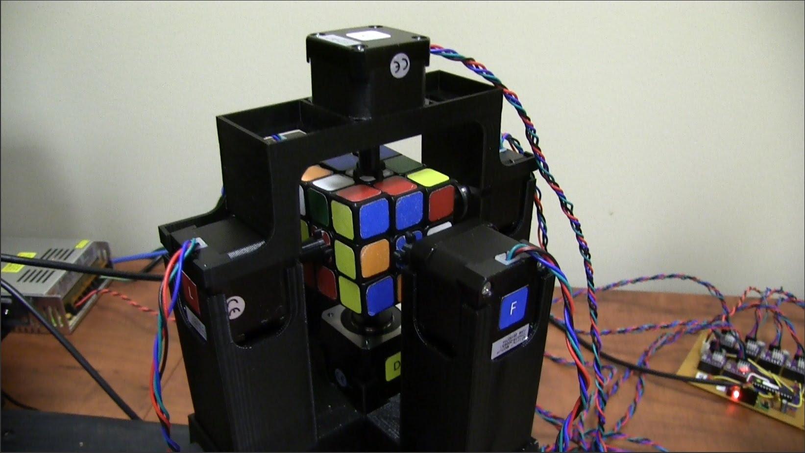 Rubik kubikini 1 saniyəyə yığdı . . .